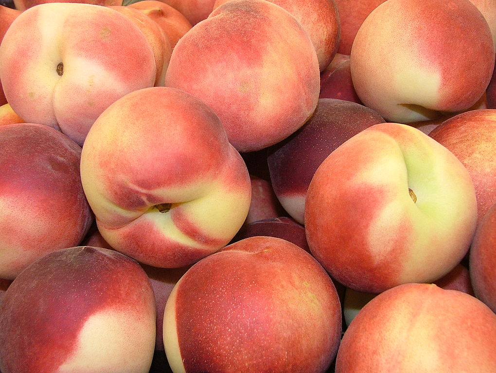 A stack of peaches