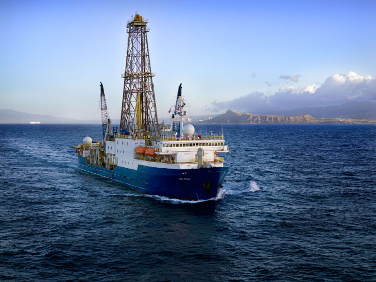Drilling ship sails off coast of ice schelf