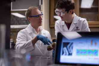 A&M chemists use lasers to create magnetic field in gold nanoparticles